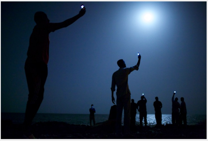 World Press Photo of the Year, Contemporary Issues , 1st prize singles , John Stanmeyer